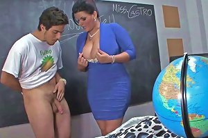Voluptuous MILF Shows Teenie How To Deal Cock